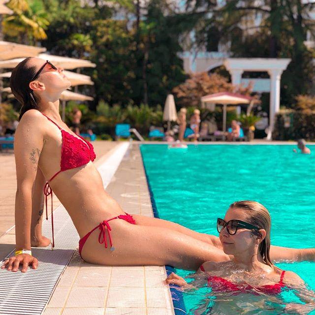 Idag är en sån dag då jag önskar att jag var i ett land med 30+ grader, vid en fet pool och med en drink i handen. Vem är på? 🍹☀️