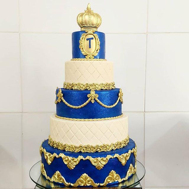 E hoje tem festa de Príncipe ( Bolo gloss cake ,na parte azul ) Foram  10 horas ,só para fazer a decoração ,❤️ #bolodecoradorecife  #boloinfantil  #bolodemenino  #bolorealezamenino  #bolorealeza  #festainfantilrecife  @mundojatao