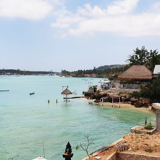 🎐Yellow bridge in the background and sea view 🏖 ° ° ° ° ° ° ° 🍮 ° ° ° ° #instatravel #travel #travelingphotos #nusalembongan #nusaceningan #yellowbridge #sea #ilovethesea #traveling #travelling #instagood #viajaresvivir #viajar #traveltheworld #beach #beachlife #paradise #picoftheday #tropical #tropicalisland #islandlife #island #bali #indonesia