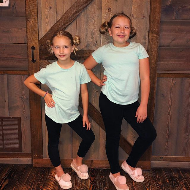 Homecoming week Tuesday is Twin Day! 👯♂️ . . #twinday #ilovetwins #homecomingweek #mygirls