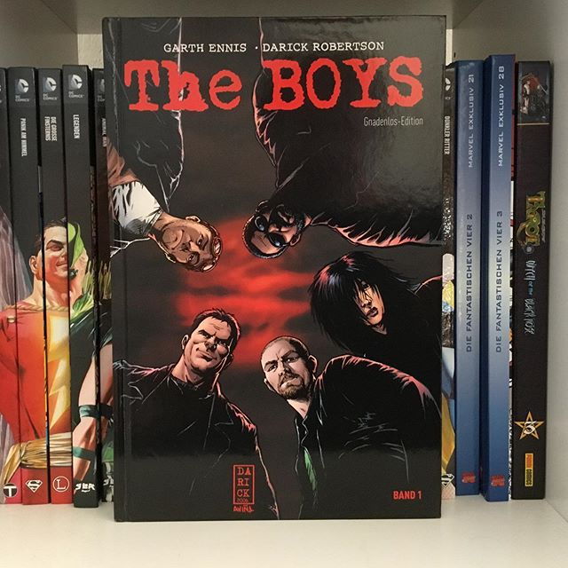 The Boys Gnadenlos-Edition Band 1 (Hardcover, erschienen am 17.10.2017 bei Panini Comics). Enthält die Hefte The Boys 1-14. Auch hierzu wird es demnächst noch ne Comic Review auf meinem YouTube Kanal geben. #comic #comics #comiccollector #comicbookcollection #comicbooknerd #comicfan #nerd #comicnerd #comicsammler #comicsammlung #comictuber #garthennis #darickrobertson #theboys #dynamiteentertainment #paninicomics #followme #follow #instadaily