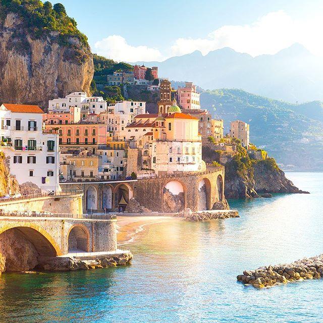 Kendine has tarzıyla rengarenk liman kenti Napoli ve Güney İtalya'nın gözbebeği Amalfi kıyıları… 💫Rüya gibi bir turda yerini ayırtmak istersen; Napoli, Amalfi Sahilleri Turu seni bekliyor. #etstur #kesketatilolsa #amalficoast #napoli
