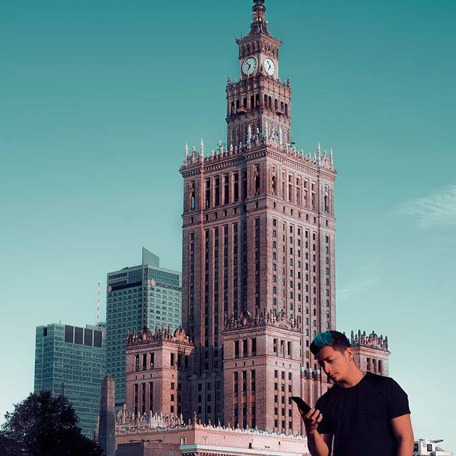 Conocer nuevos lugares también es parte del trabajo 💙 Feliz Lunes . . . . . . . #dowhatyoulove #sonya7iii #fotografia #videodirector #positivevibes #photography #goodthings #feelgood #lifestyle #photosession #jcprostudios #travel #photographer #videoproduction #camara #blogger #selfie #mirrorselfie #videoedit #polonia