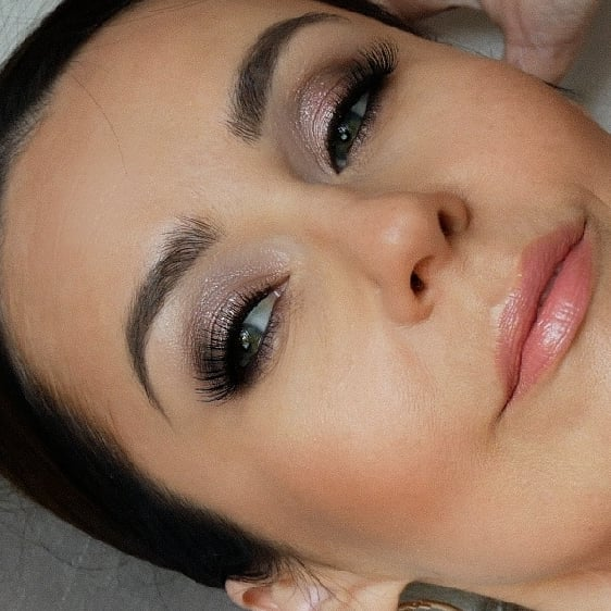 Close up✨  #therapybymakeup #makeup #bestphotos #nudemakeup #naturalmakeup #glitteryeyeshadow #glitteryeyes #glow #gloweffect #polishblogger #polishwoman #styleover40 #bridalmakeup #linerandbrows #lovemakup #lasheslasheslashes