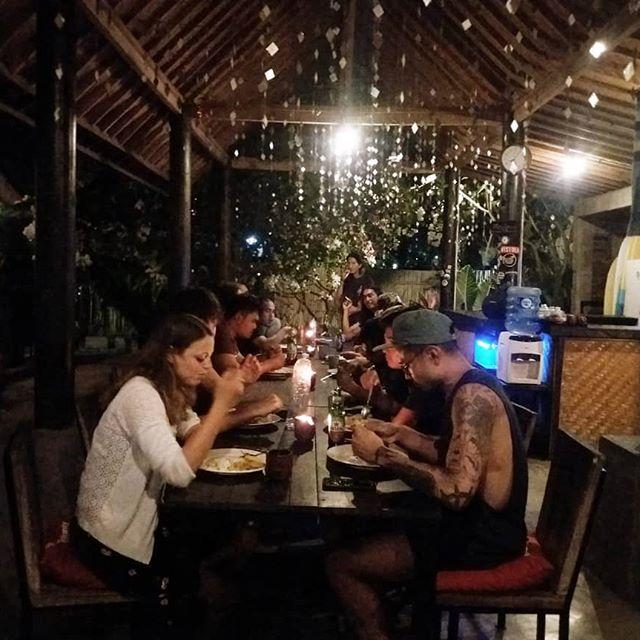 Dinner time  #indopurejoy #indonesia #kuta #bali #hostel #hostelindonesia
