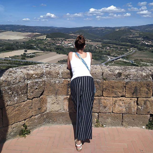 Las dulces colinas del #Umbria, donde entre un pueblo y otro florecen imponentes monasterios que te dejan con la boca abierta. No es casualidad que esta region sea tierra de santos y sabios. ××Si necesitas organizar tu viaje de #vacaciones a #Italia# contactame×× TRAVEL PLANNER - PLANIFICACION DE TU TOUR POR ITALIA www.SiChePuoi.com  #umbriatourism #orvieto #umbriagram #igersumbria #visitumbria #umbrialovers #italygram #instantitalia #instantitaly #likeitaly #italia🇮🇹 #vacaciones #viajaresvivir #mochileros #guiaitalia #italian_city #italian_places #italiandays #italiangirl #travelitaly #borgoitaliano #pueblosmagicos #lugaresdeitalia #turismoitalia