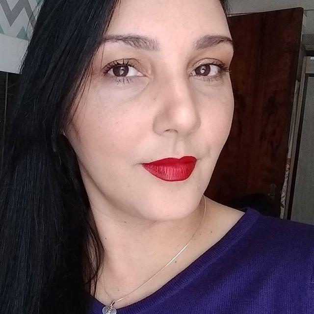 Qse nada de make, só o realce do batom 💄 . . . . . . . . . . . . . . . . . . . . . . . . . .#tbt  #batomvermelho  #eudora  #makeup