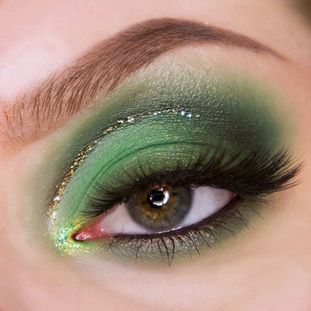 """My first time using the """"just my luck"""" palette by @colourpopcosmetics  Products used: 💄 @colourpopcosmetics Just My Luck Palette 💄 @hm Glitterati Mascara Liner """"Andromeda"""" 💄 @stilacosmetics Smudge Pot  #makeup #makeuppicture #eyemakeup #green #greenmakeup #greenmakeuplook #greeneye #greeneyemakeup #greeneyemakeuplook #colourpop #colourpopjustmyluck #justmyluckpalette #greeneyeshadow #undiscovered_muas"""