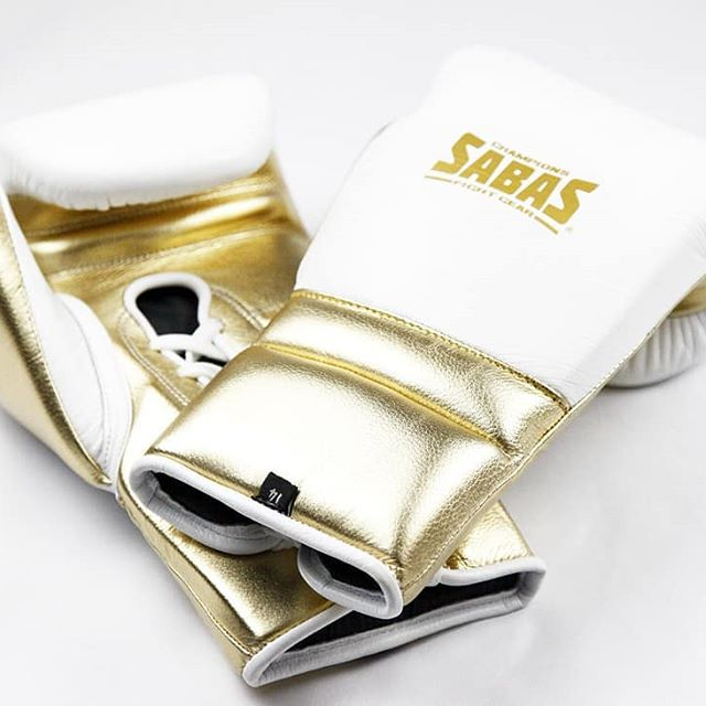 Sales@sabasfightgear.com . . . #boxing #boxeo #boxeomexicano #boxinggloves #boxingday #boxingfanatik #boxingheads #fightfans #sabas #sabasboxing #sabasfightgear #sabascustom #whiteandgold #ss #supersoft