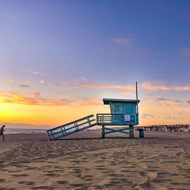 Sunday sunsets 👏🏻 . . I've been taking a break from traveling the past few weeks to enjoy this amazing place I get to call home. Feeling refreshed and re-energized, and ready for another epic adventure coming up next week! . . #hermosalocal #visitcalifornia #travelcalifornia #oursouthbay #beachsunsets #californiasunsets #discoverla