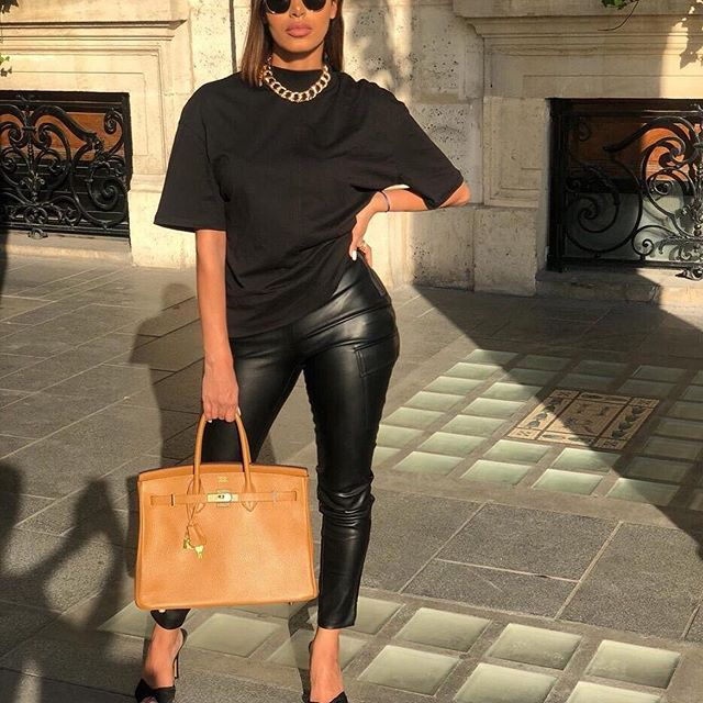 Classy day in black 🖤🖤________________________________________________________________________________________________________________________#paris#parisienne#ootd#outfitoftheday#outfit#blogger#fashion#mode#influencer#picoftheday#marloprivs#fashionbloger#leather#allblack#zara
