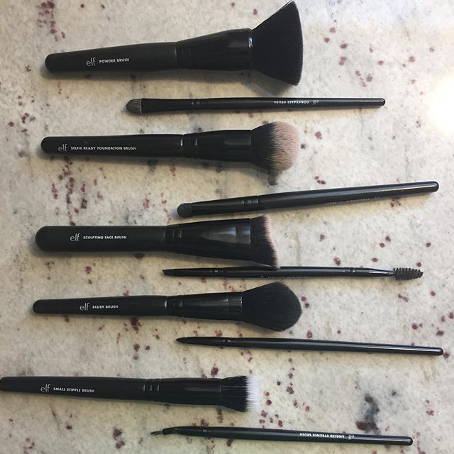 some @elfcosmetics brushes i own. 🥰they're so good!! . . • .  #makeup #mua #makeupartist #makeupartistsworldwide #brushes #ilovemakeup #makeupjunkie #brush #black #fluffy #tools #explore #explorepage