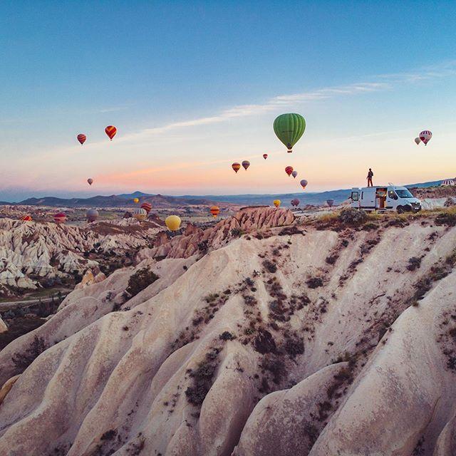 One of those wake up in Cappadocia! This spot was perfect : best view and no tourists! . . . #digitalnomad #digitalnomadlife #thisisvanlifeing #vanlife #campervan #roadtrip #homeiswhereyouparkit  #projectvanlife #vanlifers #vanlifeexplorers #homeonwheels #vanlifeeurope #vancrush #vanlifemovement #vanlifemagazine #vanlifejournal #vanlifedistrict  #vanlifediaries #camperlifestyle #vandwellinglife #nomadstays #atfirstsite #itsvanlife #vanclan #folksvanlife #vanlifetheory #vanlifecaptain