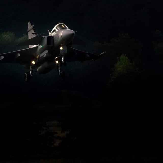 ——————————————————-Photo by: 📷📷 @iamlazze ——————————————————- #ig_svenskabilder #ig_sweden #uppsala #smhiväder #sweden_images #raw_nordic #ig_scandinavia #moodygram #försvarsmakten #folkvibe #createcommune #aviator #leagueoflenses #ig_mood #main_vision #flygvapnet #what_i_saw_in_sweden #ig_myshot #karlstad #swedisharmy #luftstridsskolan #army #loves_united_earth #jet #flying #scape_captures #instasky #earth_pix #ig_worldglobal #loves_united_sweden