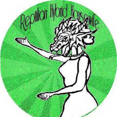 Reptilian Hybrid Housewife