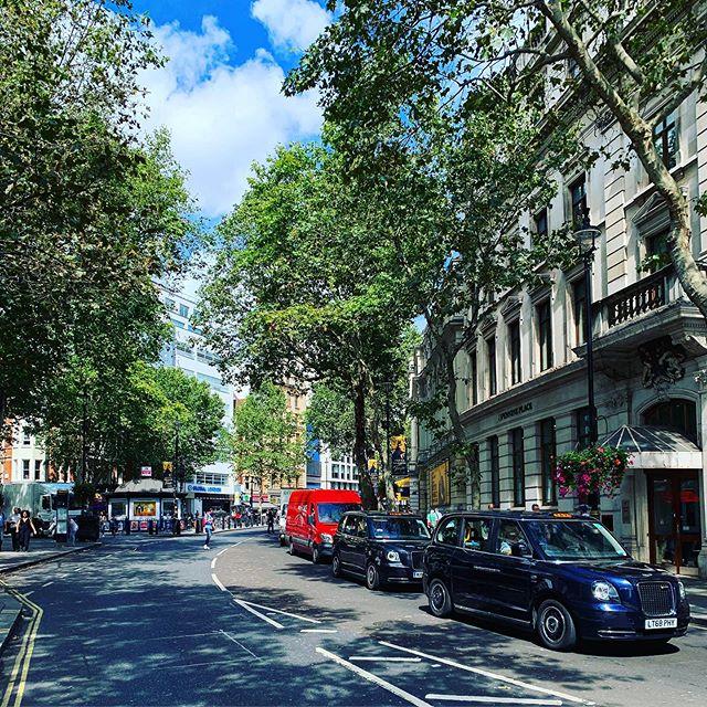 London's streets..🇬🇧#england #travel #explore #adventure #unitedkingdom #next #city
