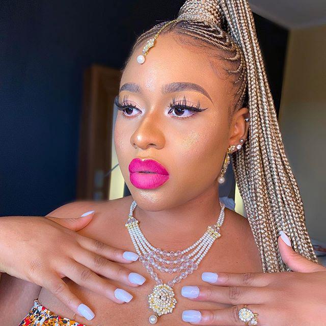 Glow Queen 👑🔥🔥🔥🔥🔥🔥 This lippie is just bursting my brain 😩❤️❤️❤️❤️❤️❤️❤️❤️❤️❤️❤️❤️❤️❤️ Glam : @l.a.makeovers  Product deets Foundation : @lorealmakeup X @maybelline Superstay  Powder: @zikelcosmetics Pallet  Illuminator: @nubanbeauty  Lippie : @milanicosmetics X n.f lipstick ————————————————- We are available for bookings ... dm, call or direct message on WhatsApp for bookings and enquiries 😚❤️❤️❤️❤️❤️❤️ ——————————————————— #phphotographer #phphotography #phmua #lekkimua #lagosmakeupartists #muainlagos #ibadanmua #abjmua #bookmua #bbnaija #bamteddy #ombrelips #eyelashes #eyeshadow #undiscoveredmua #naijabestmua #muainabj #mauinabk #30billiongang #chefchioma #muainlekki #lekkilagos #explore #explorepage