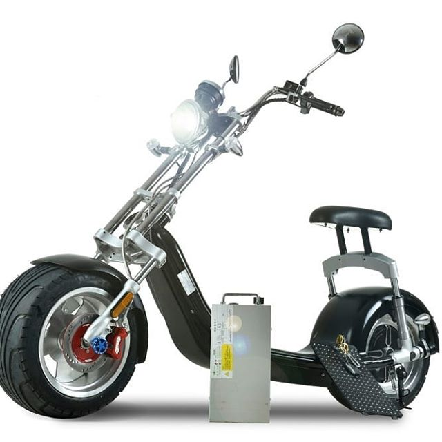 """Nouveau Coco XL + puissant ⚡⚡⚡ 👉 Vitesse : 45 km/h 👉 Autonomie : 70km 👉 Batterie : 20ah 👉 Moteur : 1200w 🛵 Disponible sur le site www.sboconnect.com ❤❤❤ Code promo 15% : """"SUMMER15""""  #cocoxl #coco #summer #scooterelectric #urbanmobility  #greentransport #harleystyle #tpmp #hanouna #harleydavidson #summer2019"""
