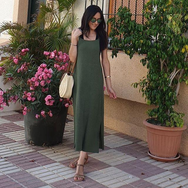 Fotos archivo de este verano... ahora en Sevilla ha llovido pero naaaa🤣 seguimos con calorcito.  Buen finde 😉 . . #recuerdos #verano2019 #vestidoverde #tiendalocal #instamoda