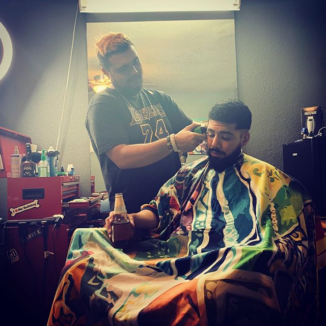 """[ S U A V E WITH IT ] Raw picture of working, me doing what I love 👌🏽💯 when clients had a long day, they know they getting more than a haircut. I respect them as people not $$$. My boy @woepatlan PHOTO CREDIT: @felipefloresjr 🔥🔥 cape by @illuzien {—dropfade—} Just something little light ! """"Don't be average"""" 📈🚀✅ BY : 🚨 [ @suavecitothebarber ] 🚨 . . . . . . @barbershopconnect @barbersinctv @barberlessons_ @barber.clips @thebarberpost @barber_boom @barber.nations @barber.family  #barberart #taperfade #fadegame2raw #fadehaircut #barberrespect #masterbarber #barbershops #barbergrind #fadegame #barberswag #yourbarberconnect #barberpost #barbergame #barbernation #fades #sharpfade #barbershopconnect #thebarberpost #barberconnect #skinfade #barber #taper #barbergang #barberworld #barbershop #freshcut #hairtransformation #ukbarber #elegancegel @elitebarberslounge #elitebarbercartel @jesseelite"""