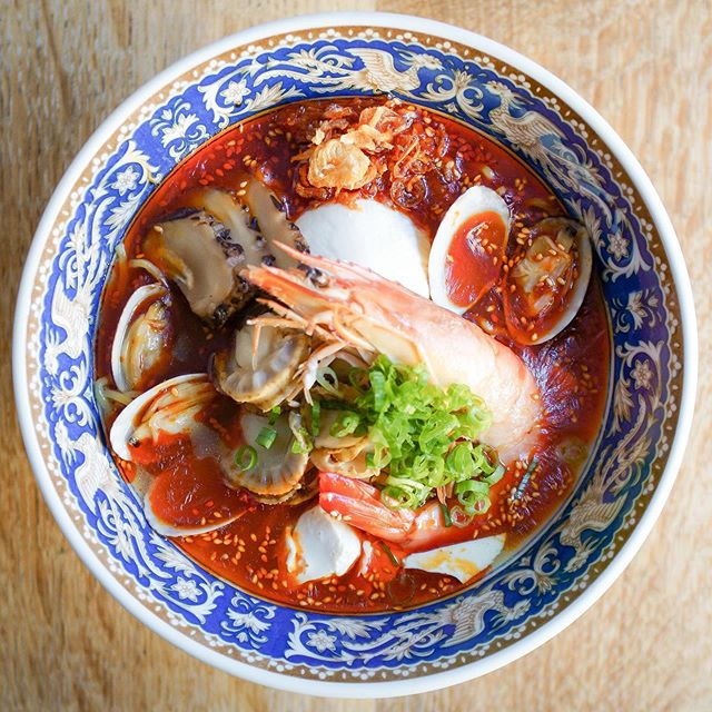 Only a few days left to try the kaisen spicy ramen topped with prawn, clam, scallop, tofu and more. Don't miss out on the fiery flavors of @menyaramenhouse!