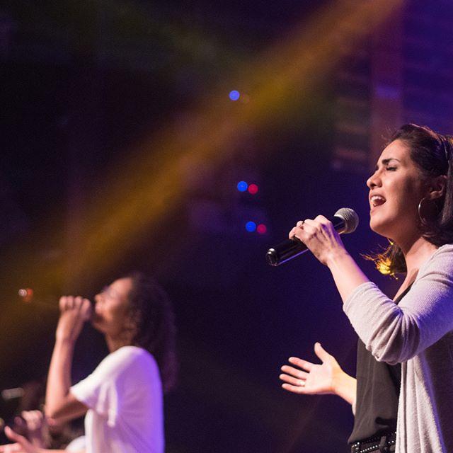 Sabemos que nossa vida está em Tuas mãos e por isso não cessaremos de Te adorar!