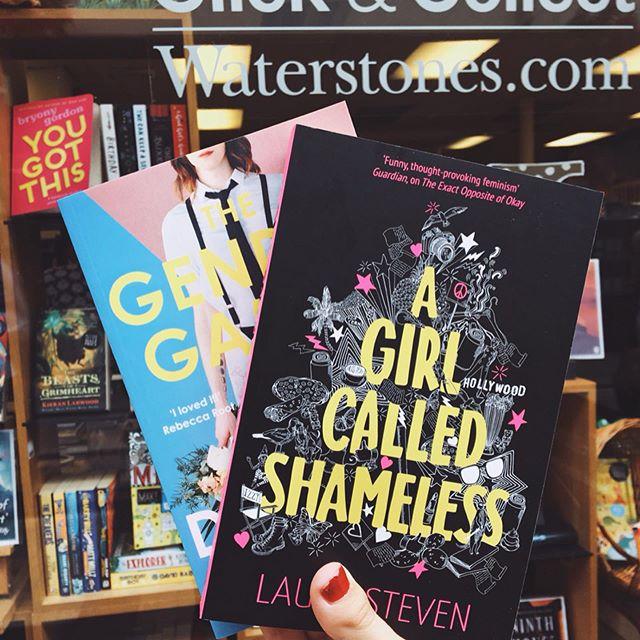 """~ #anywherewithanichallenge ~ Zwar ein bisschen spät, aber trotzdem. 😝❣️ Dies sind meine zwei Neuzugänge aus England. """"Gender Games"""" habe ich schon fast durch - definitiv ein Must-Read! 😍 So authentisch und interessant geschrieben, humorvoll und mutig. 🦹🏻♀️ """"A girl called shameless"""" habe ich noch nicht begonnen, bin aber schon sehr gespannt darauf, weil es mich vom Exposé her an """"Moxie"""" erinnert. 💪🏻💋 ••• 🇬🇧🇺🇸: I bought these two books this summer in England. I'm currently so much into feminism/gender books. I almost finished """"Gender Games"""" and I can recommend it to everyone! It's a very authentic and interesting book, funny and fierce. 👩🏻🎤 I haven't read """"A girl called shameless"""" by @laurasteven yet, but I'm looking forward to do so, because the summary reminds me of """"Moxie"""" by @authorjenmathieu which I adored. 💪🏻💋 ••• #booklover #bookworm #bookstagrammer #booknerd #bookaddict #bookishlove #bookcommunity #bookwormlife #igreads #bookishfeature #littlebookworm #bibliophile #epicreads #bookclub #buchblogger #buch #bücher #lesen #buchtipp #bücherliebe #buchempfehlung #waterstones #leseliebe #bücherliebe #agirlcalledshameless #junodawson #bookshelf #gendergames"""
