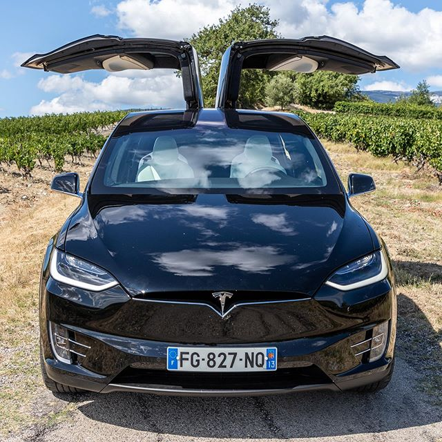 Combien de vélos entrent dans une Tesla Model X ? On vous dit ça très bientôt dans notre nouvelle rubrique La voiture du cycliste ! D'autres voitures à suivre... @teslamotors #topvelo #bikecar #transportvelo #electriccar #dreamcar #teslamodelx #montventoux #provence #vaucluse #sun
