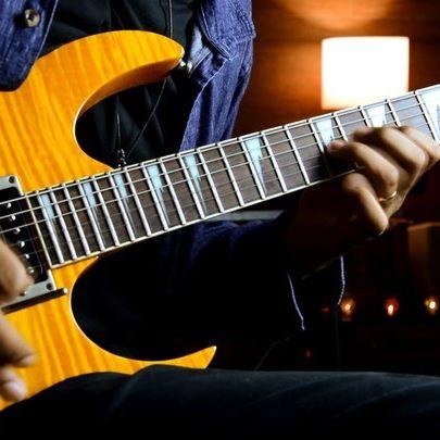 Minha participação na Jam virtual Guitar Fire com uma galera da pesada @lindojolguitar @leandro_ffarias @williamsantosofficiall @tiago_skiter @lleandroesteves @leandroestevesdicas @edudicarvalho @kikoroupanova @carolsilcs @talissoncristino @dalltonsantosguitar usando meu pedal Alef Bronze da @ambpedais numa parceria que tem me feito muito feliz.