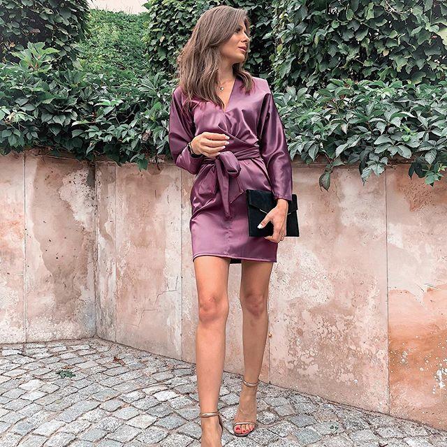 Na bankiet, ślub przyjaciółki, spotkanie, kolacje z ukochanym 😻 to moja kolejna propozycja od @mosquitopl 🤭 jak Wam się podoba? Dla mnie niesamowicie elegancka 😻  #sukienka #sukienkanawesele #eleganckasukienka #mosquitopl #me #polskakobieta #brunetka #legs #krotkasukienka