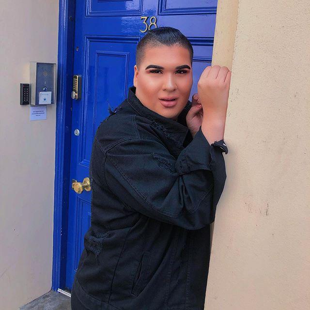 🎶 Öppna din dörr och säg att du vill ha DONKENDRIVE🍟 • Psst, älskar min nya 👖-jacka från @boohoomanofficial 😍✨