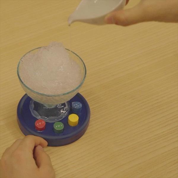 かき氷の色を変えるだけで、違う味に感じるのではないか?という実験をしてみました。  #6秒商店 #6secshop