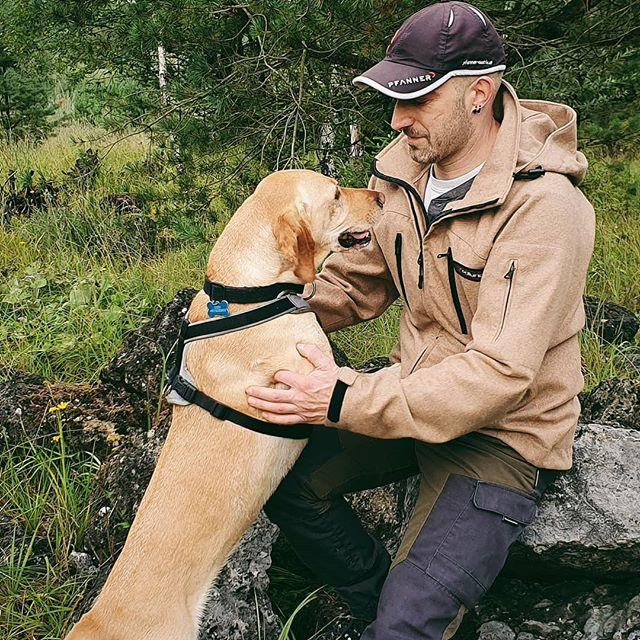 'Ey buddy 🐾👣 . I like those misty autumn days.  Moist ground and fresh air. Long walks with the dog. . . . . #gooutside #natureisourplayground #naturelover #outdoorlife #outdoorlifestyle #loden #gundog #retriever #woodsman #wool #gundogs #gooutandplay #outdoorequipment #bushcrafter #friluftsliv #forestlovers #walden #nature_lovers #forestlife #hedlund_clothing