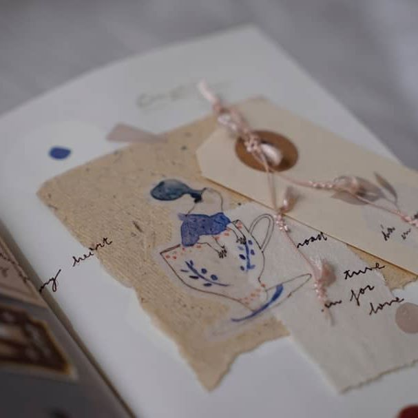 let's keep talking about mae, she uploaded a video a long time ago sharing her dodolulu's order and I completely felt in love with her illustrations 🌾 thank you mae, she is one of my favorite illustrators now! 🌟 mae's video is called a touch of love and it's so beautiful  #travelersnotebook #midoritravelersnotebook