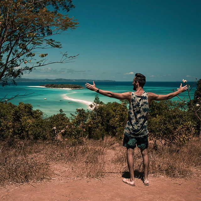 ~Conoscere nuovi luoghi è lo stimolo più grande ~knowing new places is the greatest stimulus #teamvane #africa #africanbeach #igersitalia #neverstop #neverstopexploring #summer #travelafrica #africatravel #travel #travelling #travelplaces #madagascar #igersmadagascar #nosyiranja #nosybe #thefullcolors #exploreafrica #beautifuldestinations #igworldclub #main_vision #mountain #fantastic_earth #earthfocus #wonderful_places #earthpix #moodygrams #ig_italy #africa_vacations