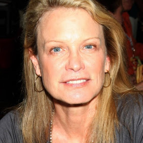 Shelley Hack - Topic