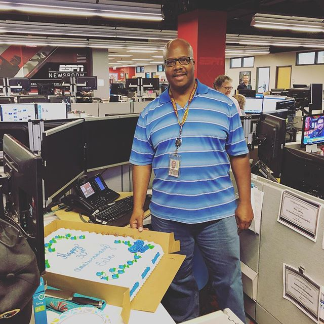 Congratulations to our favorite Assignment editor Eric!! Eric has been with ESPN for 30 years! Today we celebrate Eric and his #DirtyThirty with cake!! #ESPNLife #ESPNAssignmentDesk