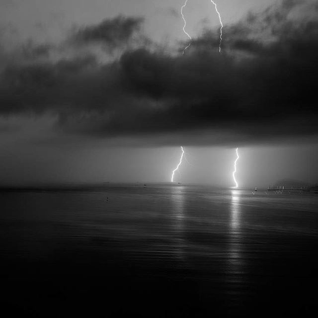 #TBT ⛈🖤☺️ . . . . . . . . #thunderstorm #storm #ocean #blackandwhite #someyearsago #coldweather #mykindofweather