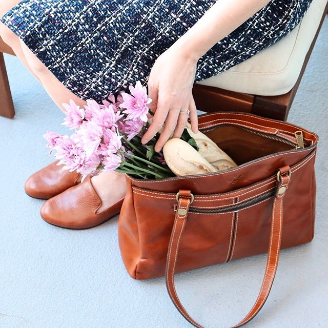 Happy Friday, friends! I've found my fall tote, and I'm in love! This @patricianashdesigns bag fits all my needs - the buttery soft cognac leather matches perfectly with my go-to loafers, has multiple interior pockets, and even has a clasp to hold my keys. I love that Patricia Nash is southern-based with a philosophy that takes pride in creating unique pieces that inspire creativity without sacrificing durability. I'm so delighted this gem of a brand reached out to me to partner! Definitely check her out!