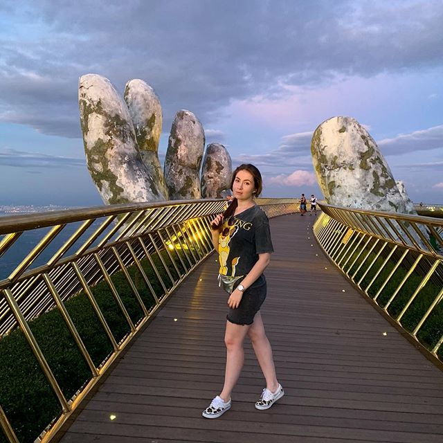 А вечером ещё лучше🌙Breathtaking🌅🌉🌌 #danang #goldenhandsbridge #vietnam