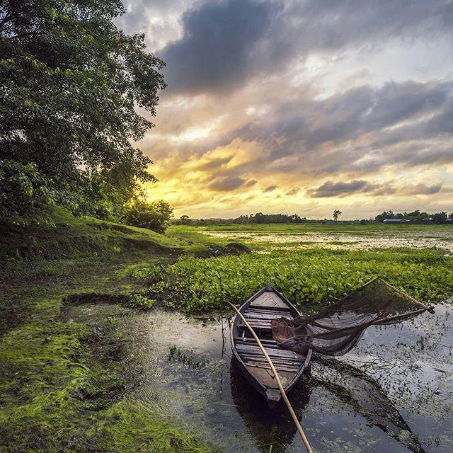Colours are all available for free, you only need a wanderer soul to find it. 😊👍👍 #nustaharamkhor #maibhisadakchap #perspectivepixels #perspectivephotography #mycamalive #_indiasb #_visualsofindia #cloudsinthesky #_soi #_m_o_i #_hoi #worldphotos #photographers_hub_india #shutterbox #visualshotz #streets_of_india #nature_brilliance #sunset_love #indiview #_indiasb #indiapicture #indiafeature #travelrealindia #indiaundiscovered #sunsetcolors