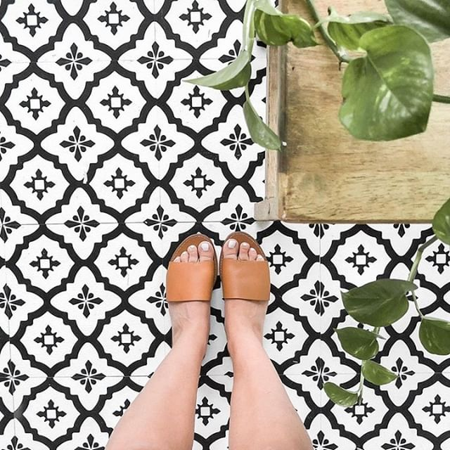 Step by step the #PopMyFloor tag is being paved with your awesome designs, like @withlovesierra captured here with our Comet FloorPops!🍃