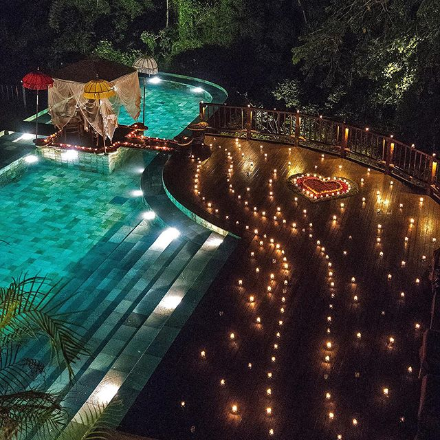 Romantic candlelit pool side dinner @hanginggardensofbali If you take me out to dinner and arranged for this, I am most definitely giving you a foot massage afterwards. And the answer is yes to everything. Just saying.  The pool is closed for this couple dining experience. The hotel will also light  1000 candles for regular guests around the restaurant. Beautiful.  __________________________________  #travel #holiday #vacation #wanderlust #travelgram #instatravel #adventure #explore #travelphotography #traveling #travelblogger #beautifuldestinations #traveler #tourism #traveltheworld #infinitypool #beautifulpool #bali #ubud #luxuryhotel #swimmingpools #romantic #romanticdinner #romance #bestofbali #bestinbali #balibest #candlelightdinner #candlelight #foodie
