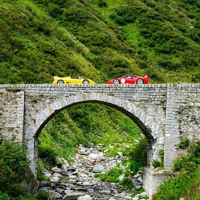 Things that only happen during the @supercarownerscircle Weekend. #Ferrari #F40LM #F50 #swissalps #supercarownerscircle #SOC #SOCWeekened #supercarsofaustria