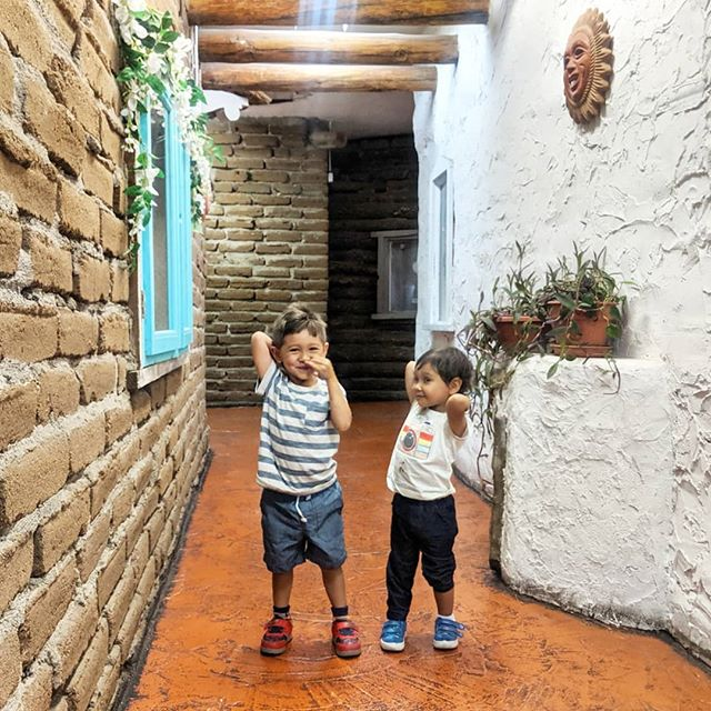 Part II of kids being forced to pose next to old things / looking (sleeping) at #georgiaokeeffe art / exploring nature / running around historic spots/ getting bored before having meltdowns in #santafe #newmexico #parenthood #familytravel 🌞🏜️
