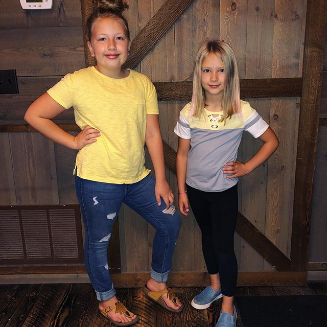 It's Homecoming week!  Monday is Yellow day for the elementary students. 💛☀️🍋 . . #homecomingweek #mygirls #idontbuyyellow #oops