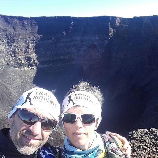 Spéciale dédicace au trail des ruthenes depuis le volcan de la reunion @tourisme_aveyron @anneliserousset @yohann.raja @Renaud.escaffre @adrien.seguret@pitondelafournaise