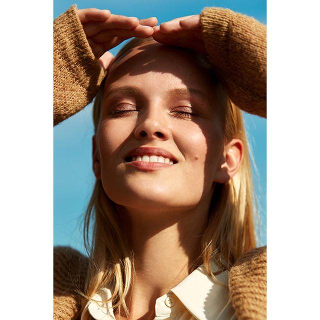 Beauty @vivienwysocki #portrait #beauty #model #female #feelings #natural #noretouch #beautyoftheday #picoftheday #photooftheday #availablelight #outdoor #photographer #artist #beautyface  #autumn #closedeyes