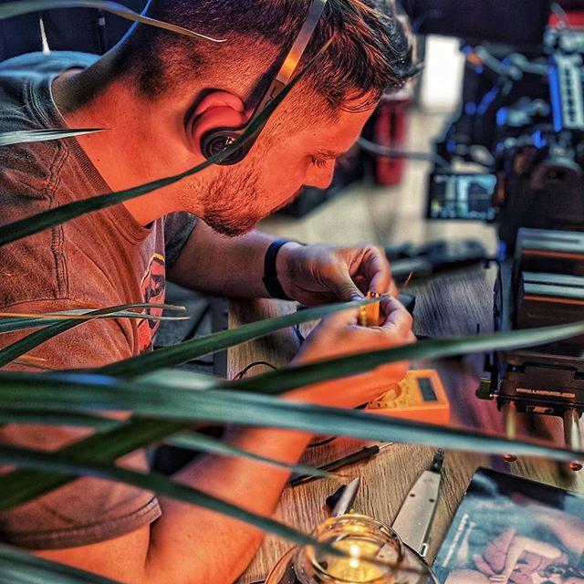 ⚡🔌 #elettricista #lavoro #cuffie #80s #youtube #youtubeitalia #aggiustatutto
