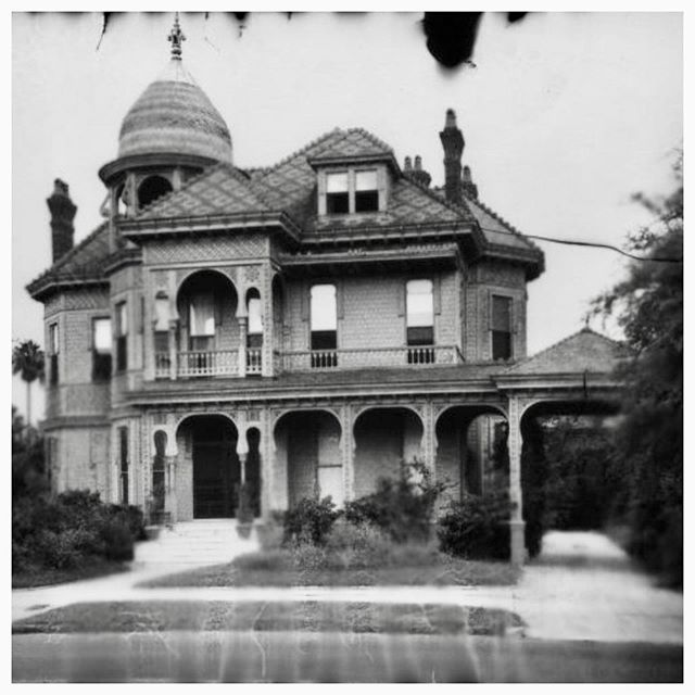 The Historic District Landmarks Commission (HDLC) now makes sure historic Houses like this Saint Charles Avenue beauty are not demolished #deserve2preserve #OldHouse #SaintCharlesAvenue #HistoricHouse #HistoricNewOrleans #turrettuesday #historiclouisianahomes